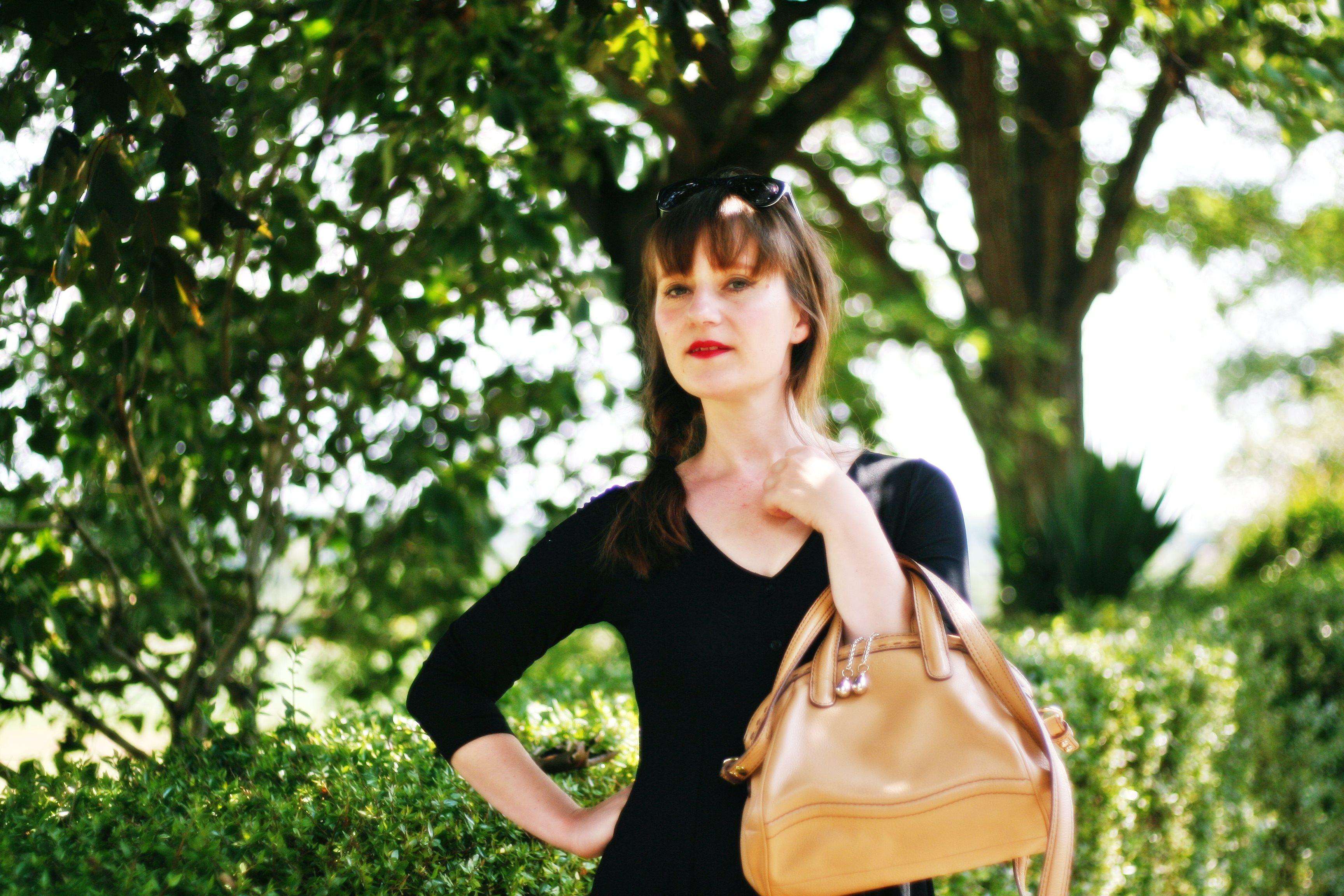 robe noire style 90 boutonnée blog mode