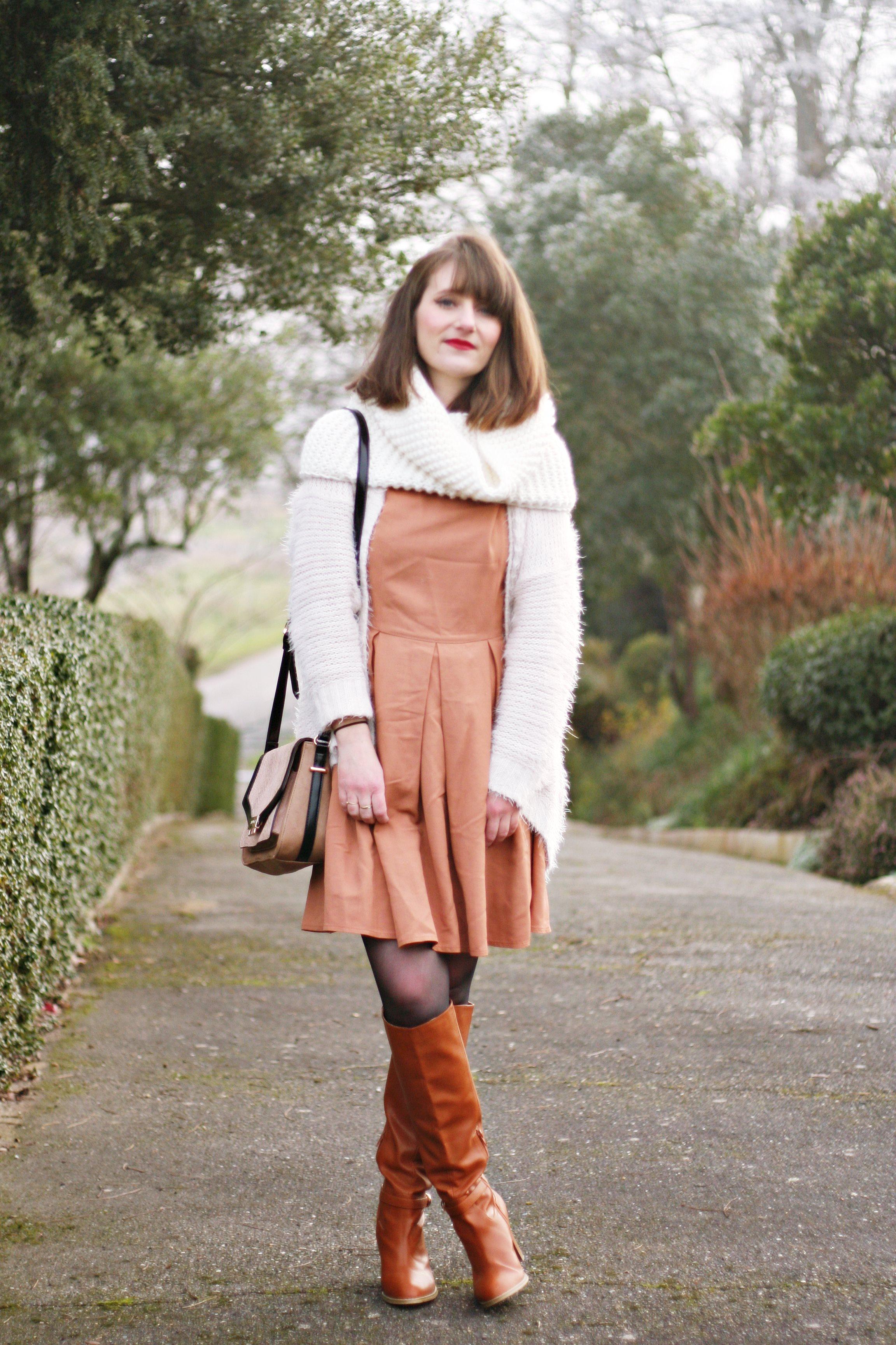 lookblanc-blogmodefemme-mademoiselletara-bottescamel-coupecarrée-