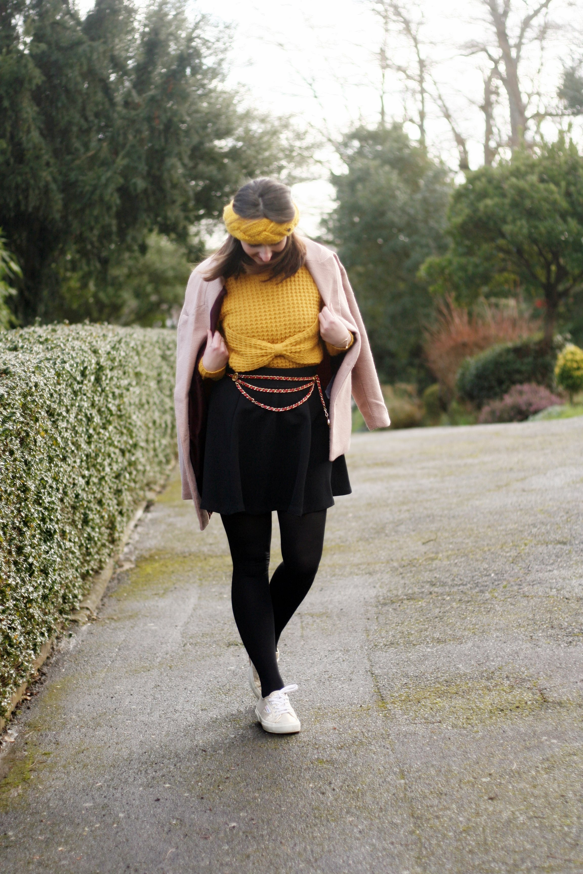 street style superga-look-superga-blogmode-bandeaulaine-manteaurose-ceinturechanel