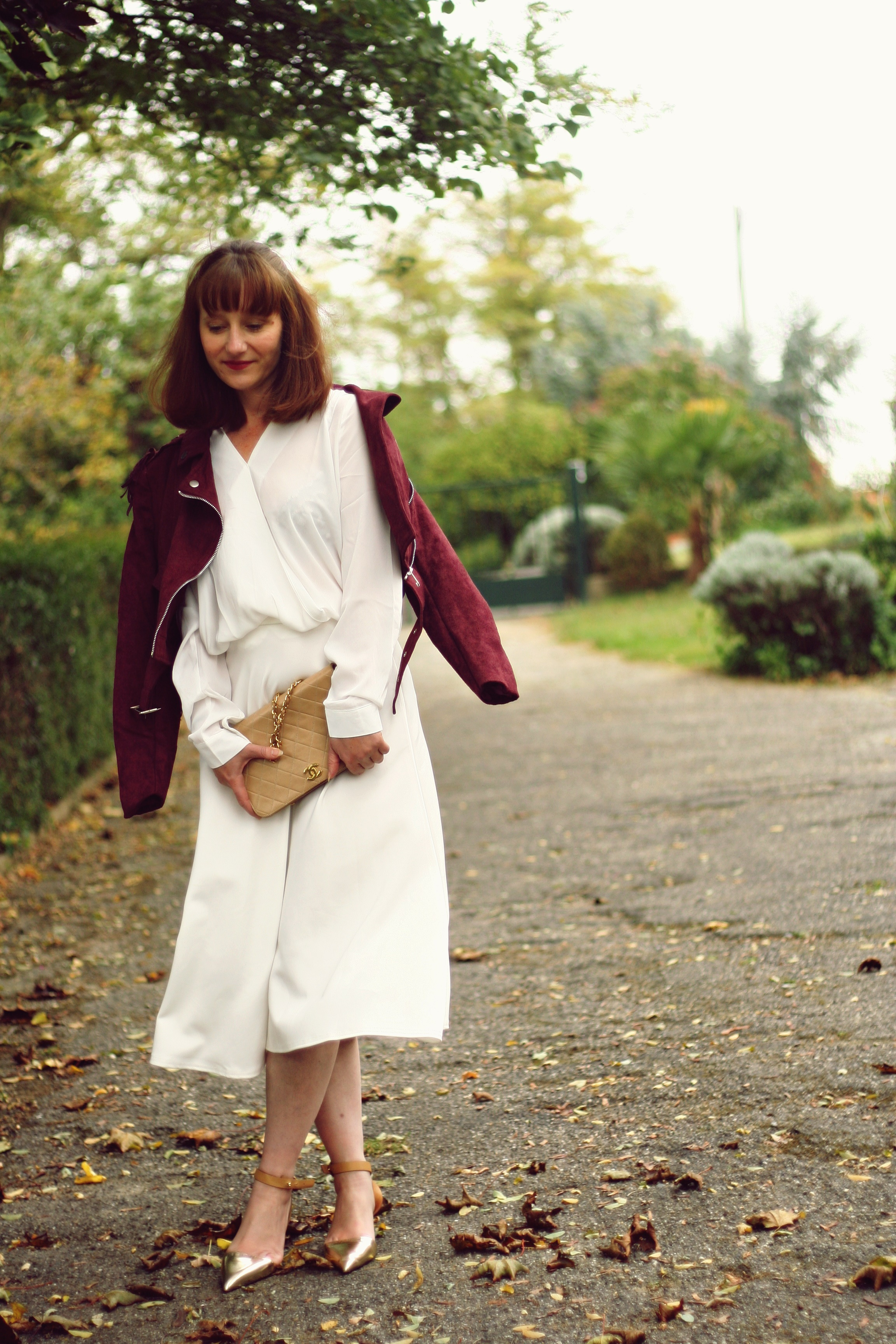 look-blanc-jupe-perfecto-franges-chanel-sac-look-vintage