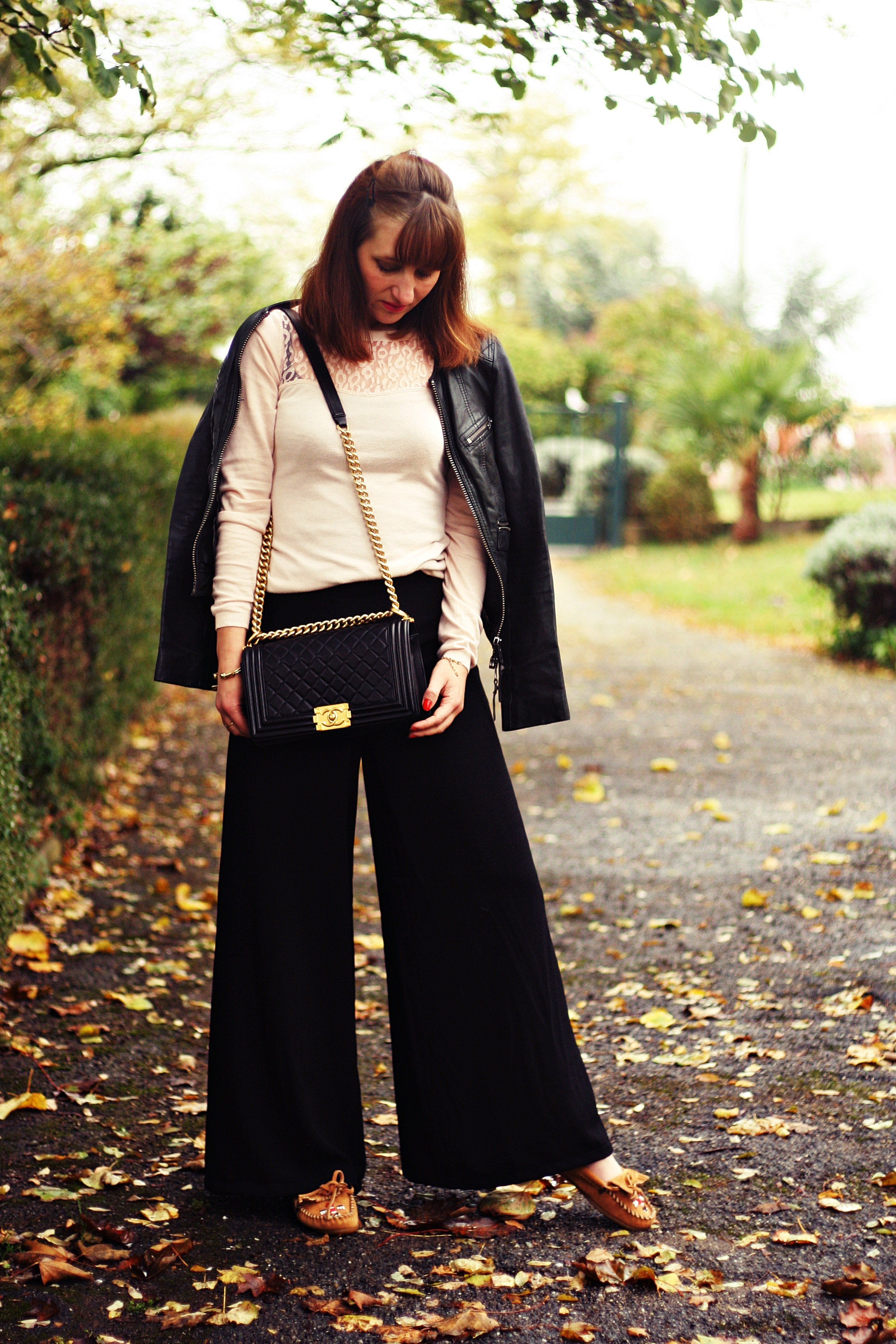 blog-mode-minnetonka-mocassins-sac-boy-chanel-look-pantalon-taille-haute-version-large-rose-poudre