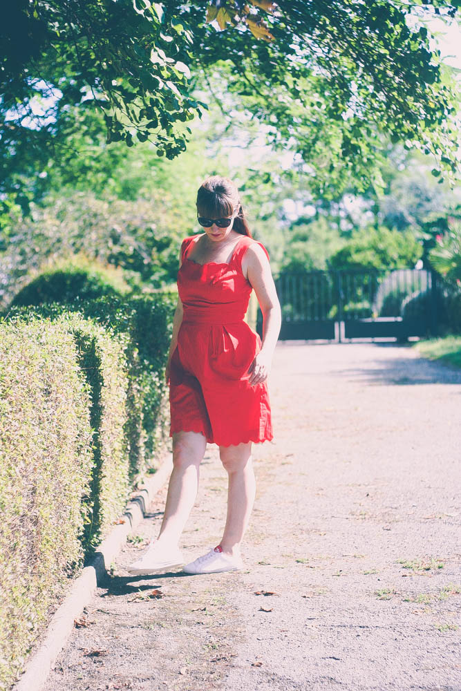 robe-rouge-glamour-grain-de-malice-fashion-blog-femme-stan-smith-rouge