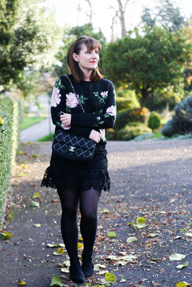 blog-mode-pull-sezane-sony-pull-fleurs-sac-chanel-self-portrait
