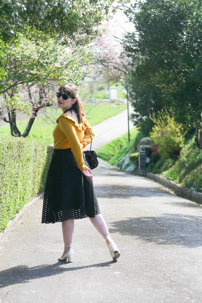 look-pull-moutarde-sezane-blog-mode-lifestyle-chanel-valentino-tango