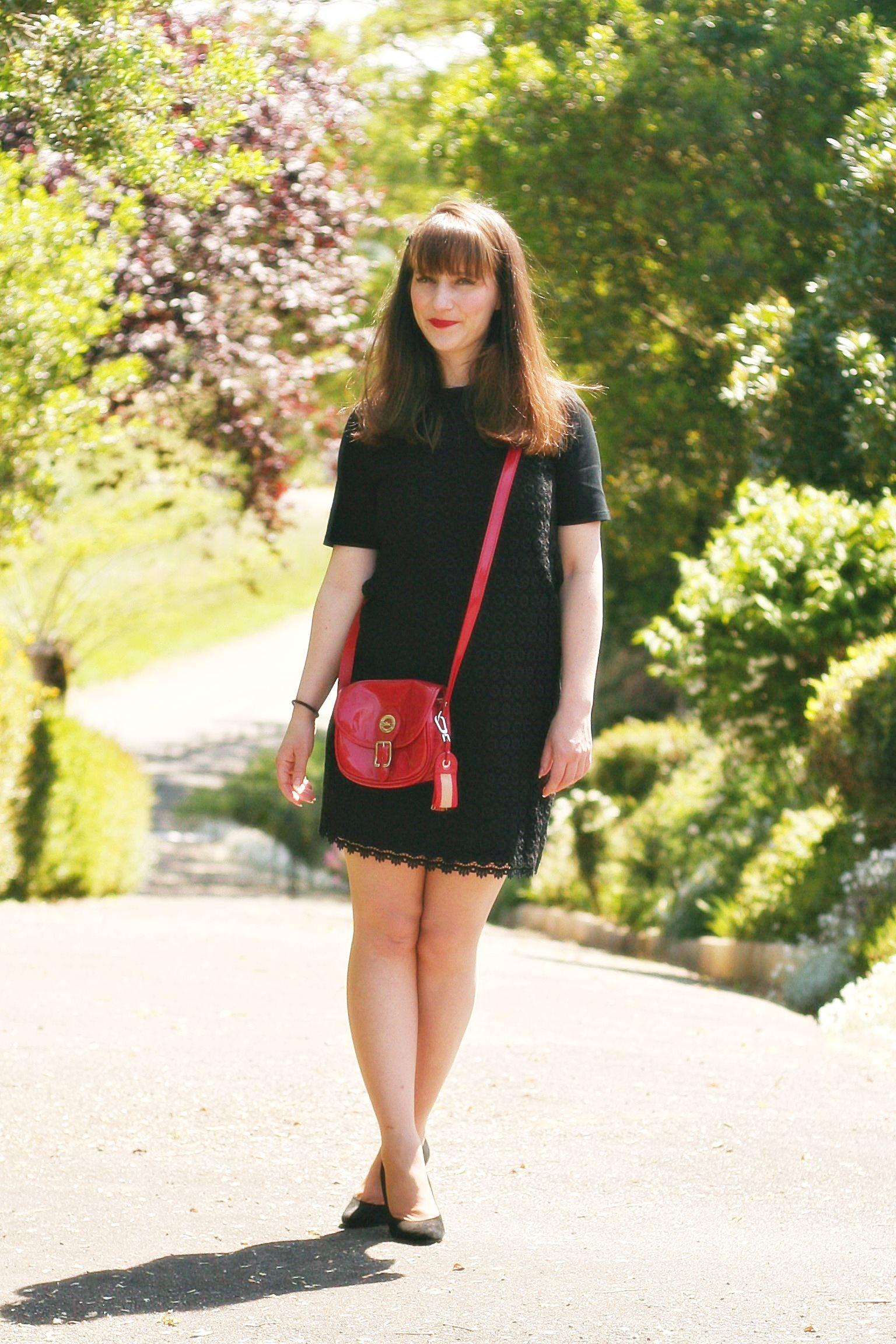petite robe noire see by chloé sac longchamp rouge blog mode femme