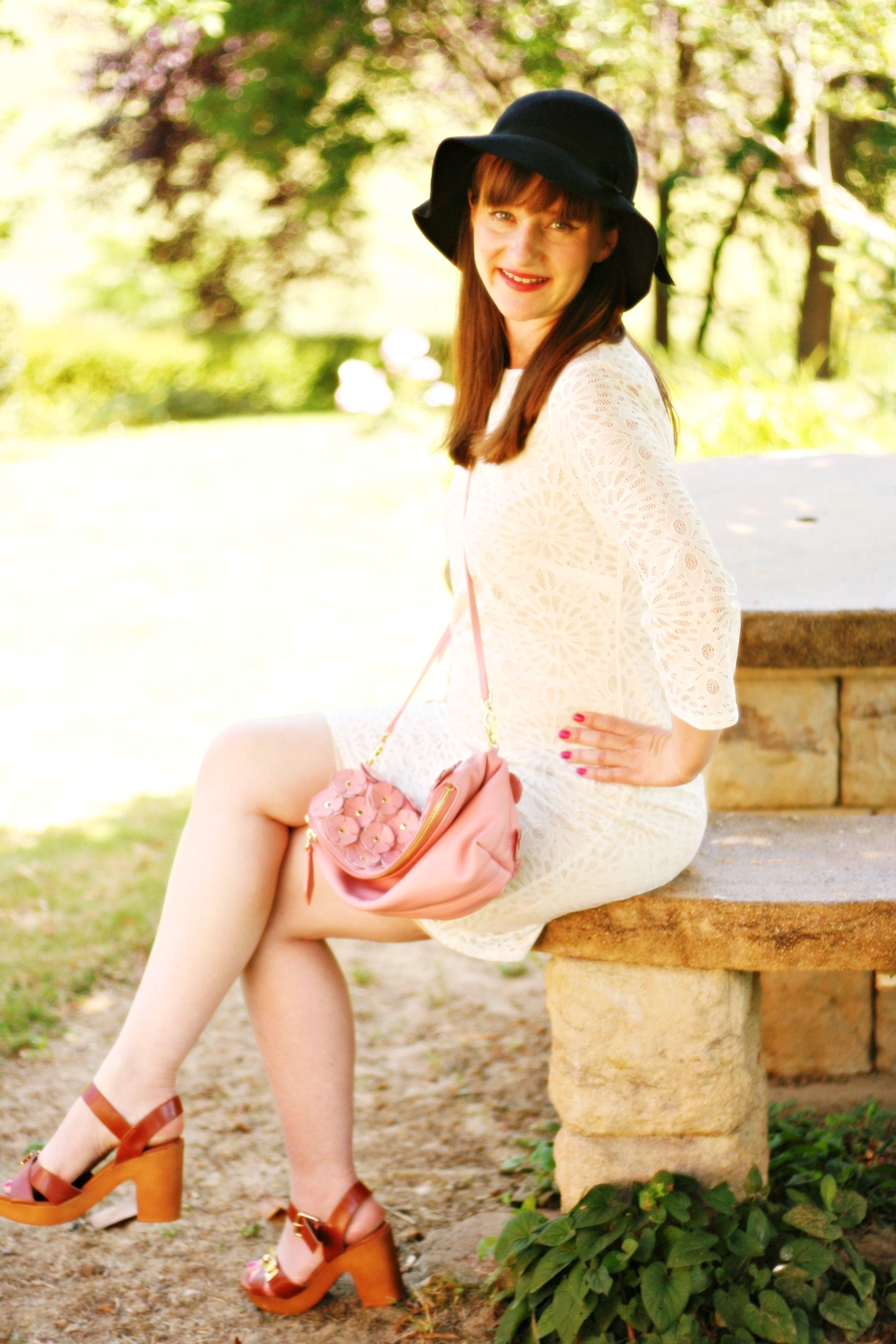 blog-mode-burberry-the-petal-wallis-robe-dentelle-blanche-aurelia-blog-mode-street-style-burberry-idee-lookceremonie