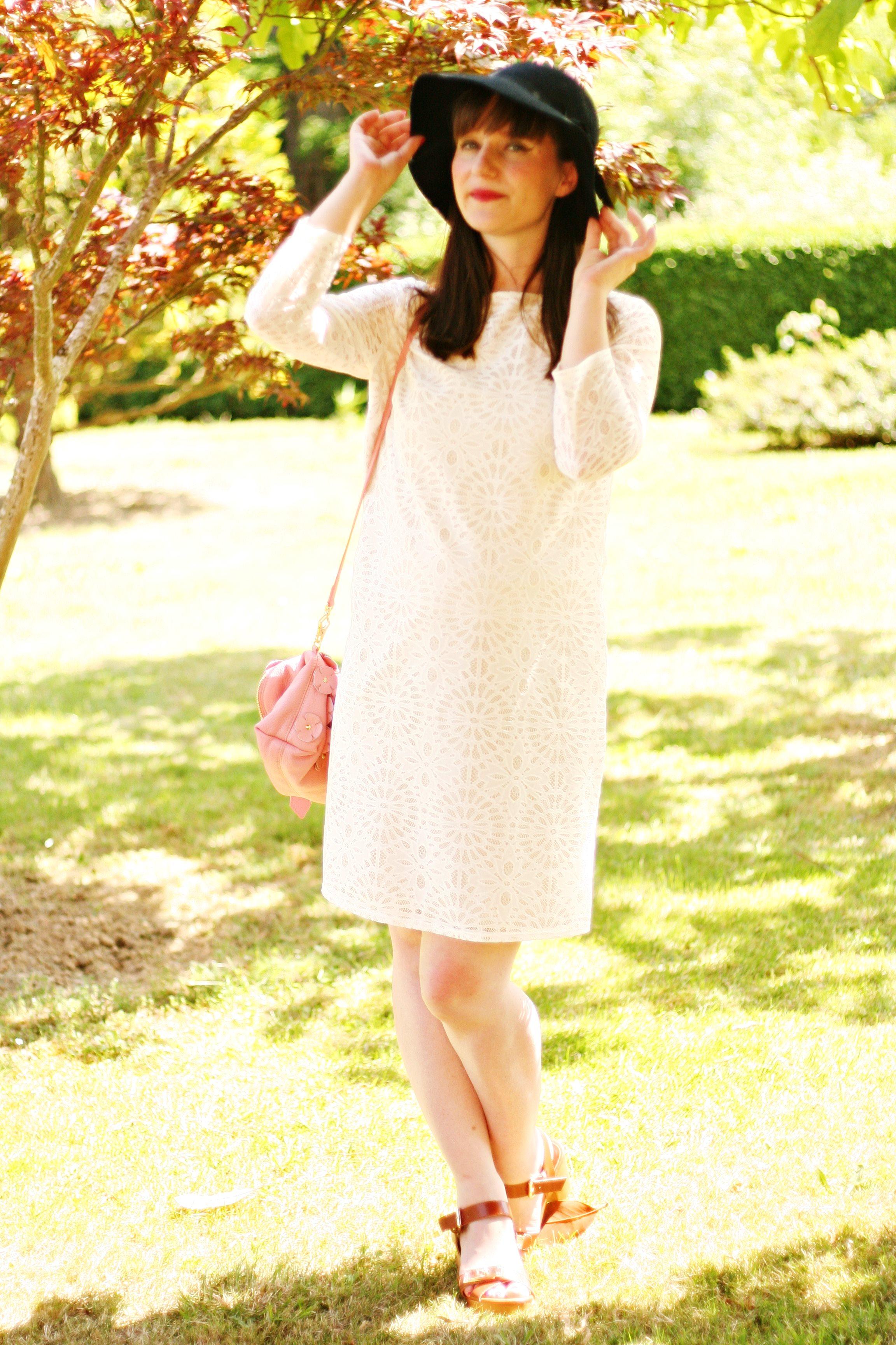 blog-mode-burberry-the-petal-wallis-robe-dentelle-blanche-aurelia-blog-mode-street-style-burberry