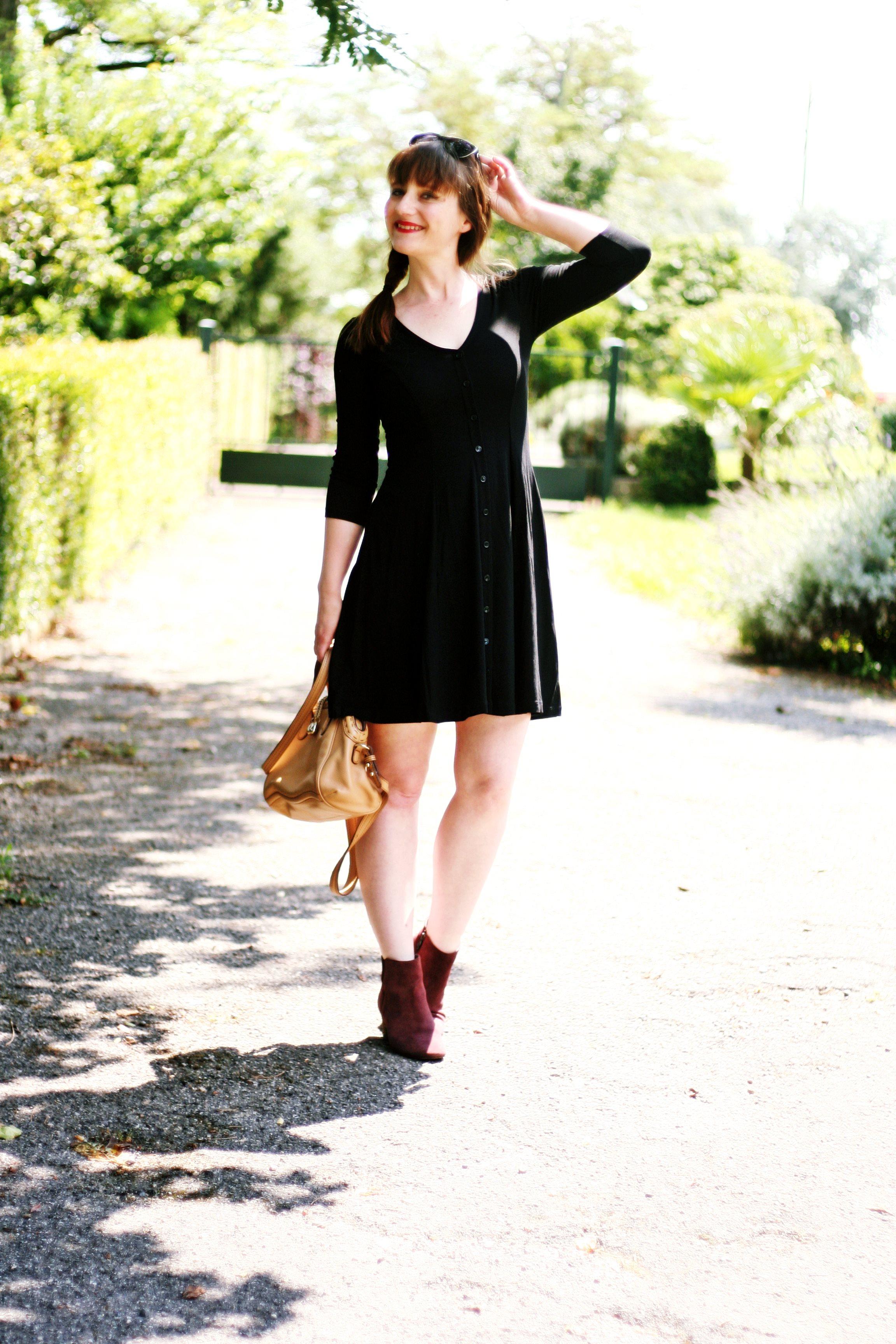 petite robe noire style 90 robe boutonnées blog mode