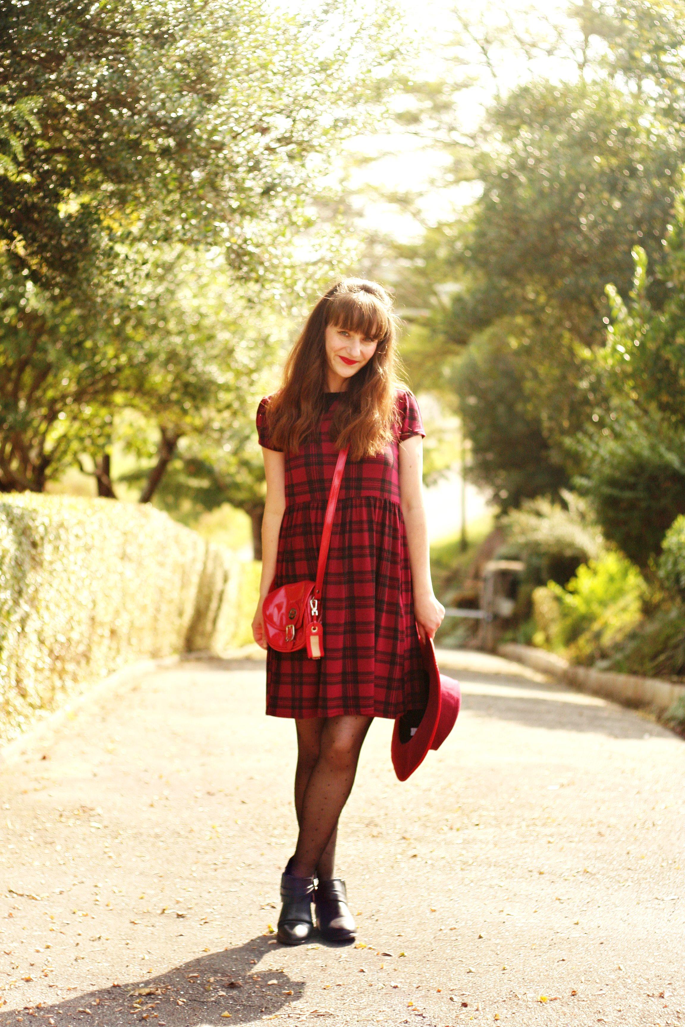 robe tartan look robe tartan rouge street style tartan