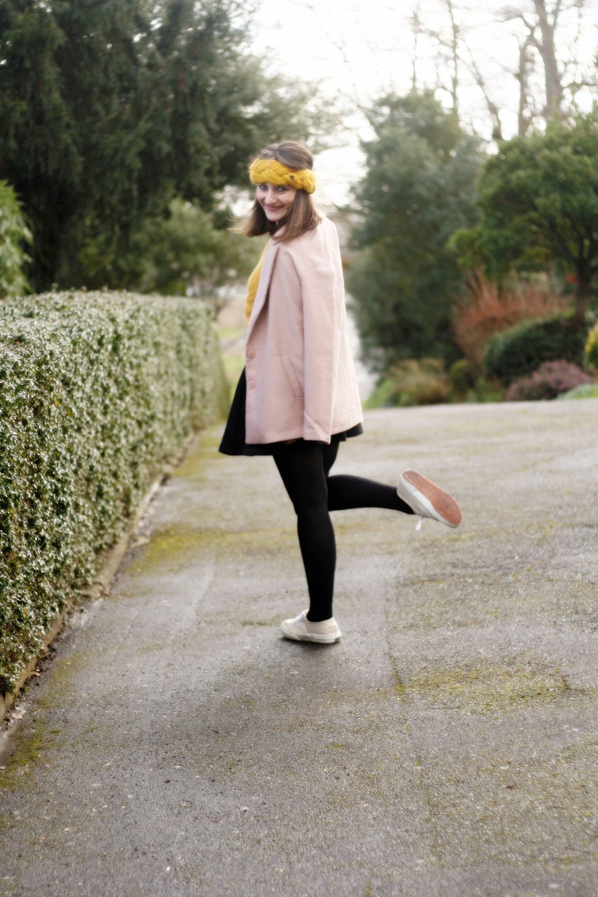street style superga-look-superga-blogmode-bandeaulaine-manteaurose-