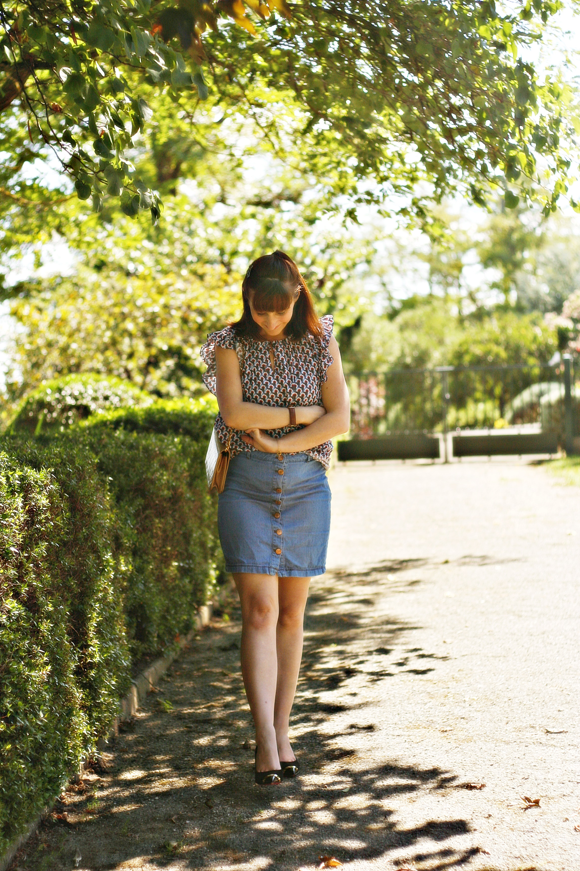 look-jupe-en-jean-boutonnee-blouse-paul-and-joe-sister-street-style-blog-de-mode