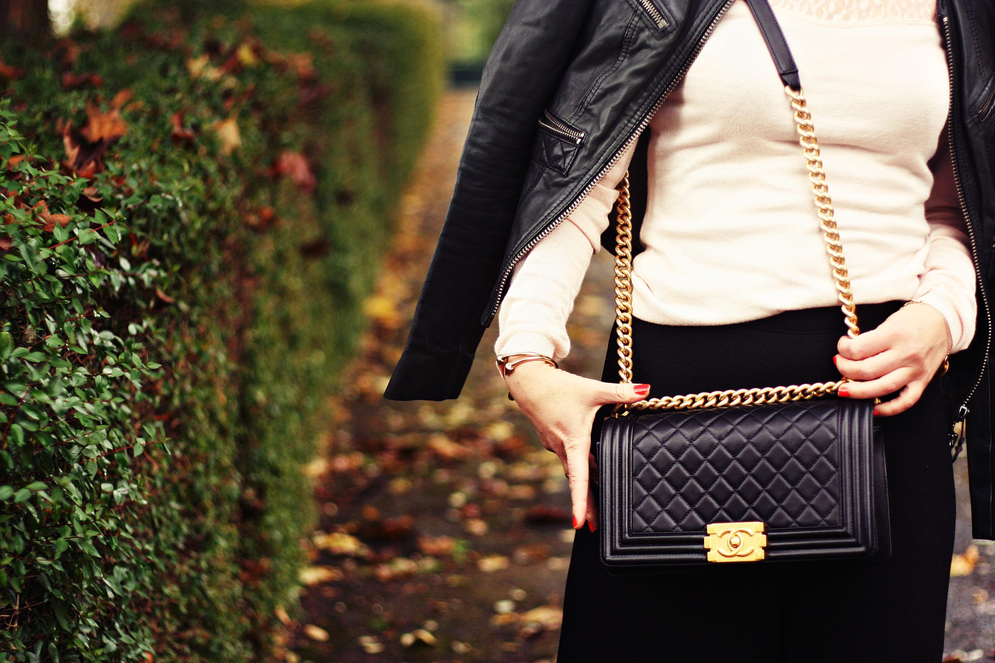 blog-mode-minnetonka-mocassins-sac-boy-chanel-look-pantalon-taille-haute-version-large-rose-poudre