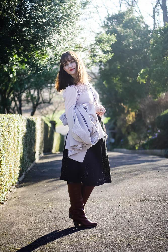 look-jupe-midi-bottes-antik-batik-blog-de-mode