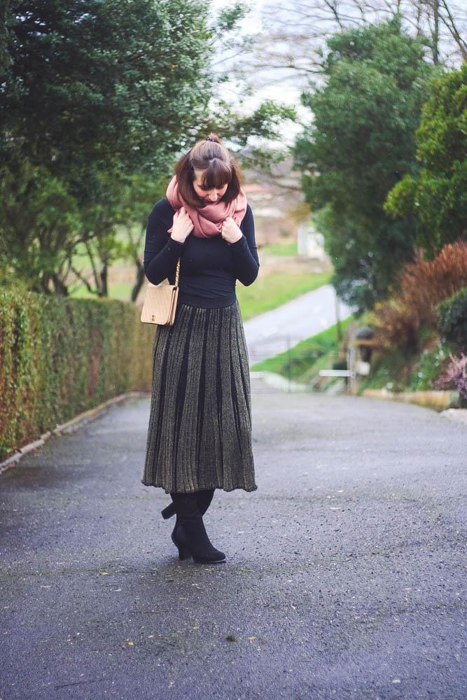 look-echarpe-rose-sac-chanel-jupe-laine-zara-blog-mode