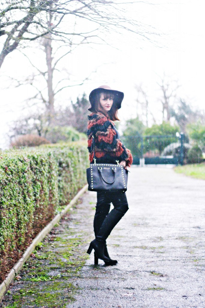 look-70-gilet-franges-capeline-cuissardes-selma-michael-kors-blog-mode-toulouse