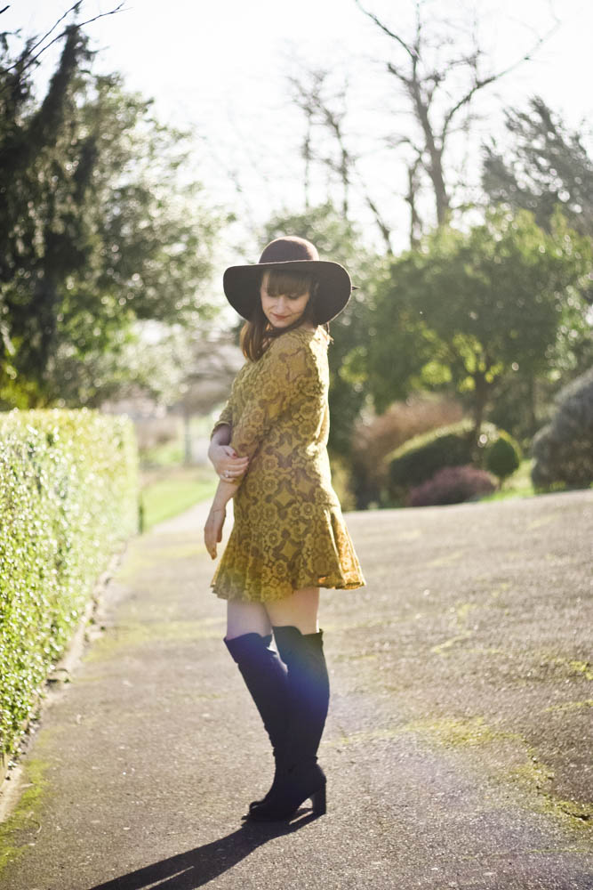 blog-de-mode-look70-look-cuissardes-robes-hippie-dentelles-freepeople-année70