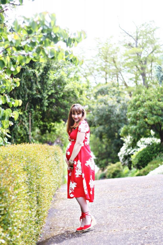 alexa-chung-m&s-espadrilles-castaner-robe-retro-fleurs-sac-chanel
