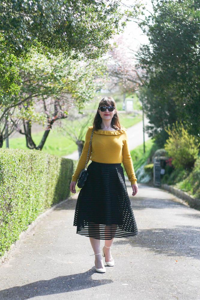 look-pull-moutarde-sezane-blog-mode-lifestyle-chanel-valentino-tango
