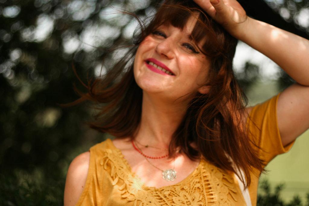 blog-mode-influenceur-toulouse-aureliablog-graindemalice-look-imprimee-wax-top-jaune-moutarde-blogueuselifestyle-toulouse
